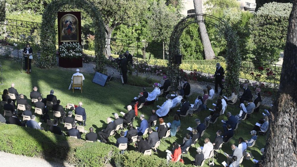 Молитвою у Ватиканських садах завершився травневий молитовний марафон