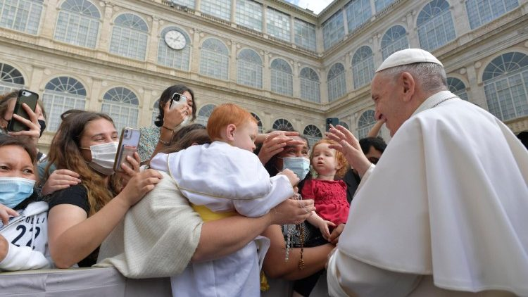 Папа: Не є здоровою та молитва, яка відчужується від життя