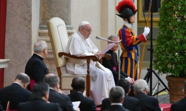 Папа: Навіть коли грішимо, Ісус не перестає з любов'ю молитися за нас