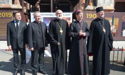 Молитовне стояння ВРЦіРО біля костелу св. Миколая