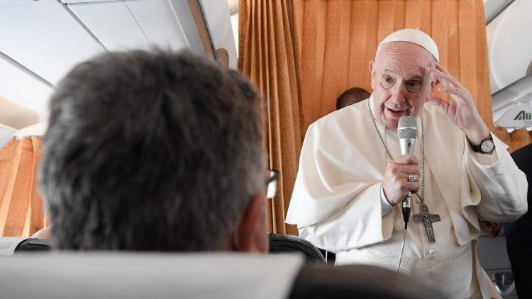 Папа: Церква повинна бути близькою і співчутливою, а не політизованою