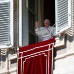 Папа: Справжня слава здобувається не вивищенням понад інших, а служінням